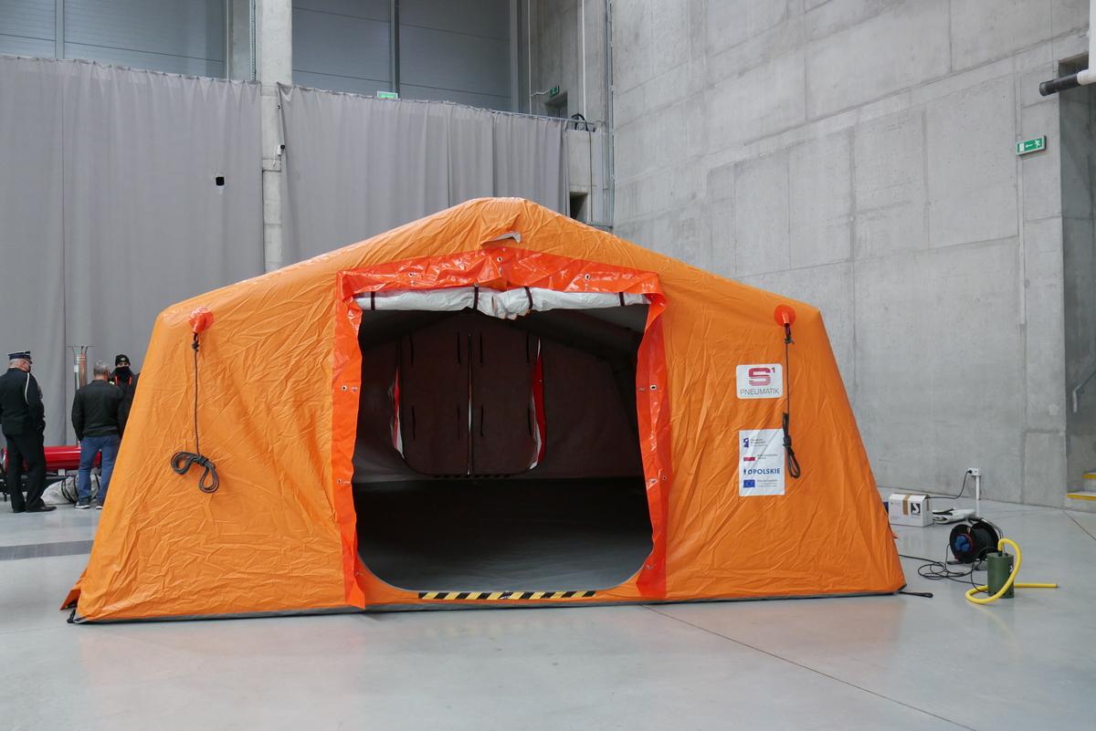 Nasza jednostka wyposażona w namiot pneumatyczny do walki z COVID-19